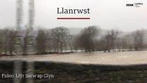 Llifogydd yn Llanrwst