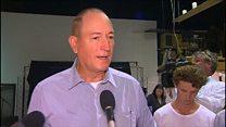 لحظة ضرب سناتور أسترالي بالبيض بسبب تصريحاته ضد المسلمين
