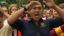 نیوزی لینڈ میں طالب علم ہلاک ہونے والوں کی یاد میں ہاکا رقص کرتے ہوئے
