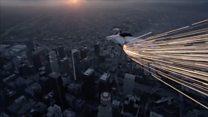 Як з космосу: нічний політ трюкачів над Лос-Анджелесом