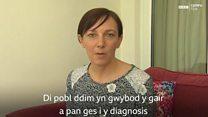Mae Llinos Blackwell yn byw gyda'r cyflwr endometriosis.
