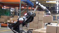 """Новый робот Boston Dynamics научился """"присасывать"""" грузы"""