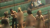 عراة يقاطعون جلسة البرلمان البريطاني