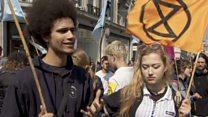 """""""Нам будет нечего спасать"""": активисты перекрыли центр Лондона"""
