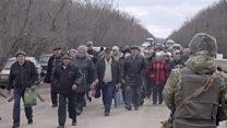 Кілометри мінним полем: що відбувається на блокпостах на Донбасі