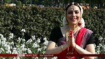 भारतीय नृत्य में पारंगत विदेशी महिला