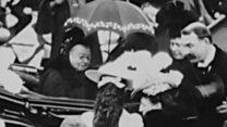 Уникальные кадры с королевой Викторией. Она в солнцезащитных очках!