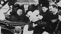 ヴィクトリア女王の映像発見、サングラスかけ笑顔も 1900年