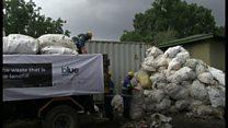 エヴェレストから11トンのごみ回収 遺体も発見