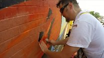 Blind artist draws murals by feeling the paint