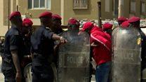 A Dakar, la capitale du Sénégal, plusieurs personnes ont été arrêtées par les forces de l'ordre.