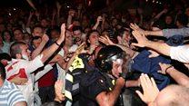 Митингующие попытались ворваться парламент Грузии