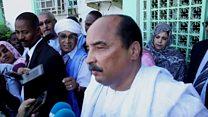 Le président Mohamed Ould Abdel Aziz après son vote