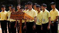 タイ洞窟救出から1年 少年らと救助隊員が式典に参加