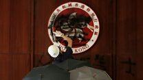 Biểu tình Hong Kong: Hội đồng Lập pháp tan hoang