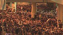 香港デモ、参加者たちは手話でやりとり