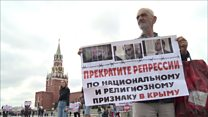 """""""Наші діти не терористи"""": кримські татари на Красній площі"""