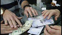سیر نزولی ارزش دلار؛ علل و پیامدها