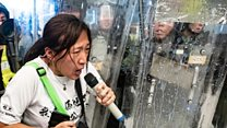 """走在香港抗议前线的""""情绪消防员"""""""