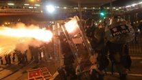 香港728抗议:示威者与警方于中联办附近再次爆发冲突
