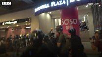 Khoảnh khắc cảnh sát Hong Kong nã đạn vào trực diện người biểu tình