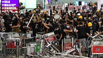"Bill Bailey describes ""chaos"" at Hong Kong International Airport"