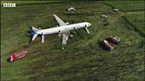 Veja momento em que avião pousa em milharal após se chocar com bando de pássaros
