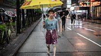 Hong Kong, imikenyuro y'abari mu myiyerekano n'igipolisi biguma bihinduka