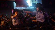 Cảnh sát Hong Kong nổ súng và phun vòi rồng vào người biểu tình
