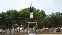 L'incroyable talent de Mamadou Aïdara, ancien enfant de la rue devenu acobate