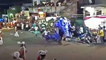 Veja o momento em que elefante avança contra multidão no Sri Lanka
