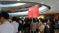 香港示威:《愿荣光归香港》和《义勇军进行曲》同场出现