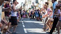 Hundreds join in giant Hokey Cokey