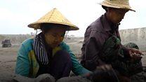 """Bòn ngọc ở Myanmar: """"Cháu mong có ngày tìm được viên ngọc trong mơ"""""""
