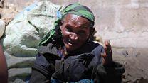 Ajuza wa miaka 80 anavyotumia lugha ya mtaani kuvutia wateja
