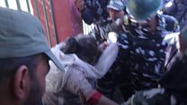 कश्मीर में महिलाएं हिरासत में क्यों ली गई हैं?