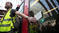 В Лондоне пассажиры метро побились с активистами Extinction Rebellion