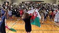 Japanese schoolchildren sing Calon Lan