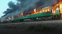 اشتعال النيران بقطار في باكستان بسبب وجبة إفطار