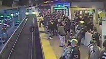 Homem escapa de atropelamento por um triz depois de cair em linha do metrô nos EUA