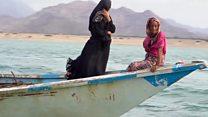 يمنيتان تواجهان البر والبحر سعيا للرزق