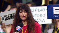 Moment reporter takes microphone to question Putin