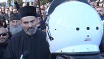 Црна Гора: Полиција и свештеници на улици