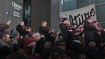 Paris orchestra stages anti-pension reform concert