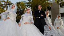 مصري يفاجئ أهله بصور زفاف مع 4 فتيات