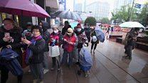 انتشار فيروس الصين يدفع الناس لشراء واسع لأقنعة الوجه في شنغهاي