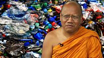 """Собирая пластик, мы спасаем жизни"": как монахи делают робы из бутылок"