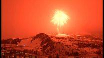 夜空が真っ赤に、世界最大の花火の打ち上げ成功 ギネス新記録