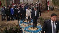 غضب في مصر بسبب عبور وزيرة الهجرة ترعة على سجاد