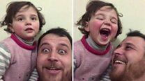 Отац из Сирије учи кћерку да се смеје на звук бомби